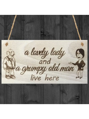 A Lovely Lady And A Grumpy Old Man Live Here Novelty Plaque Gift