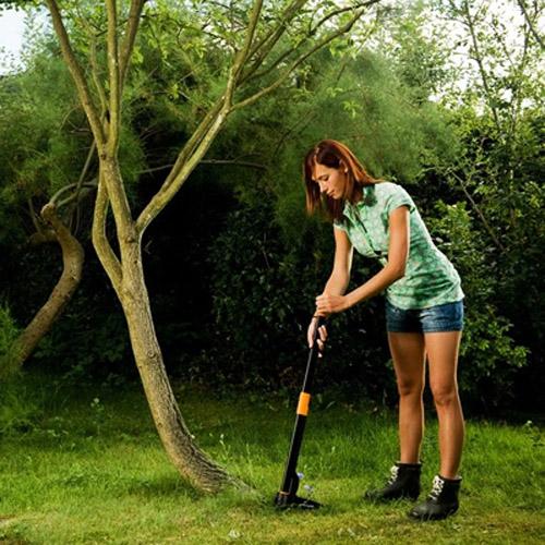 New fiskars lawn garden weeder weed puller gardening tool for Gardening tools for weeding